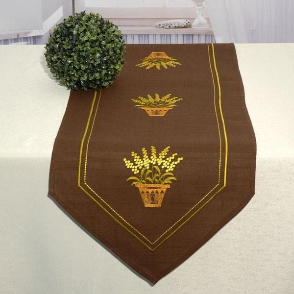 Дорожка для декорирования стола Schaefer, прямоугольная, цвет: коричневый, 40 x 140 см 06914-232SC-GL-009-OДорожка Schaefer выполнена из высококачественного полиэстера и украшена вышитым рисунком. Заостренные края дорожки обработаны швом в подгибку с закрытым срезом. Вы можете использовать дорожку для декорирования стола, комода или журнального столика. Благодаря такой дорожке вы защитите поверхность мебели от воды, пятен и механических воздействий, а также создадите атмосферу уюта и домашнего тепла в интерьере вашей квартиры. Изделия из искусственных волокон легко стирать: они не мнутся, не садятся и быстро сохнут, они более долговечны, чем изделия из натуральных волокон. Изысканный текстиль от немецкой компании Schaefer - это красота, стиль и уют в вашем доме. Дорожка органично впишется в интерьер любого помещения, а оригинальный дизайн удовлетворит даже самый изысканный вкус.Дарите себе и близким красоту каждый день!