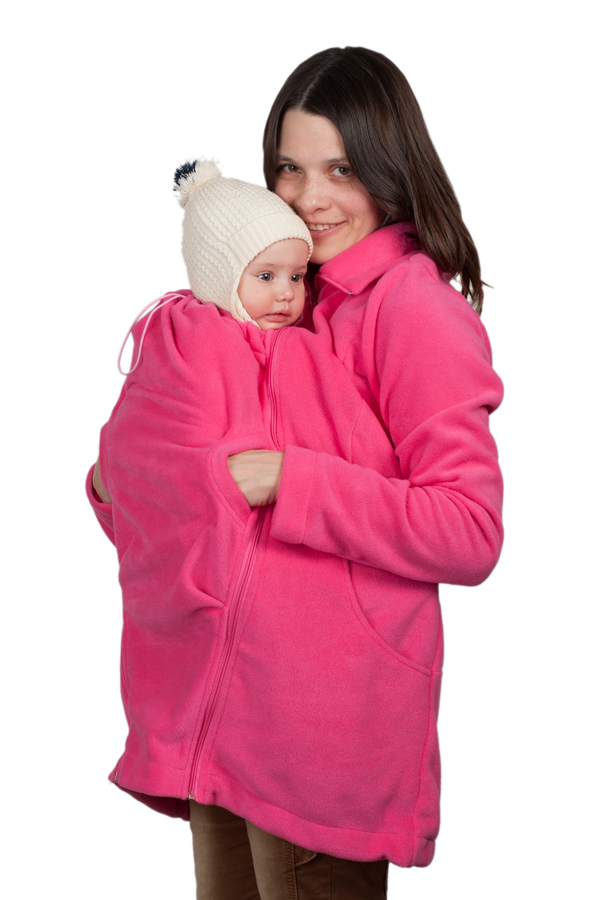 Слингокуртка 3в1 Чудо-Чадо Мама плюс, цвет: розовый. МПФ03-00M. Размер S (42/44)МПФ03-00MКомфортная флисовая слингокуртка 3в1 Чудо-Чадо Мама плюс, изготовленная из 100% полиэстера (флиса оптимальной плотности 220 г/м2) - настоящая находка для энергичных и активных мам. Такой флис очень хорошо держит тепло и лучше терморегулирует. Поэтому куртку можно носить при температуре от +5°С (с поправкой на индивидуальность и количество остальной одежды), а благодаря небольшой толщине удобно использовать как поддевку зимой. Кроме того, по сравнению с обычным флисом, полар приятнее на ощупь, не скатывается, не деформируется, не садится и долго сохраняет цвет. Вместе с малышом вы сможете гулять, путешествовать и просто заниматься разными делами. Слингокуртку можно носить во время беременности - со вставкой для беременных (беременный животик на любом сроке поместится за счет свободного кроя), носите малыша под курткой после родов, используя капюшон для малыша, и безо всяких вставок - для повседневной жизни. Главные особенности куртки - прорези на уровне груди, благодаря которым, мама может поправить слинг или погладить ребенка. Куртка с высоким воротником-стойкой застегивается на пластиковую застежку-молнию и спереди дополнена двумя вместительными втачными карманами. Высокий воротник защитит не только шею, но и нос, в расстегнутом или подвернутом виде он тоже смотрится прекрасно. Понизу предусмотрена скрытая резинка со стопперами. Капюшон для малыша надежно закрывает шею ребенка. По краю он имеет скрытую резинку со стоппером.Под курткой ребенок обязательно должен находиться в слинге или любой другой переноске, соответствующей возрасту и физиологическим особенностям ребенка! В этой куртке можно носить малыша даже лежа!