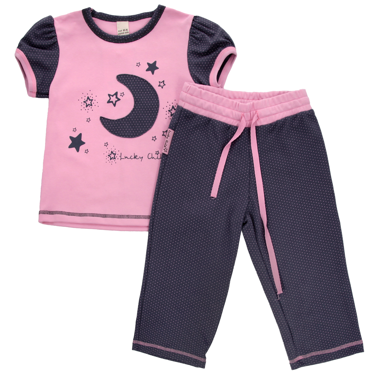 Пижама для девочки Lucky Child, цвет: серо-фиолетовый, розовый. 12-403. Размер 80/8612-403Очаровательная пижама для девочки Lucky Child, состоящая из футболки и брюк, идеально подойдет вашей дочурке и станет отличным дополнением к детскому гардеробу. Изготовленная из натурального хлопка - интерлока, она необычайно мягкая и приятная на ощупь, не раздражает нежную кожу ребенка и хорошо вентилируется, а эластичные швы приятны телу и не препятствуют его движениям.Футболка с короткими рукавами-фонариками и круглым вырезом горловины оформлена оригинальной аппликацией в виде месяца, а также принтом с изображением звездочек и названием бренда. Горловина и рукава оформлены мелким гороховым принтом. Низ изделия оформлен контрастной фигурной прострочкой. Брюки прямого кроя на талии имеют широкий эластичный пояс со шнурком, благодаря чему они не сдавливают животик ребенка и не сползают. Оформлены брюки мелким гороховым принтом. Такая пижама идеально подойдет вашей дочурке, а мягкие полотна позволят ей комфортно чувствовать себя во время сна!