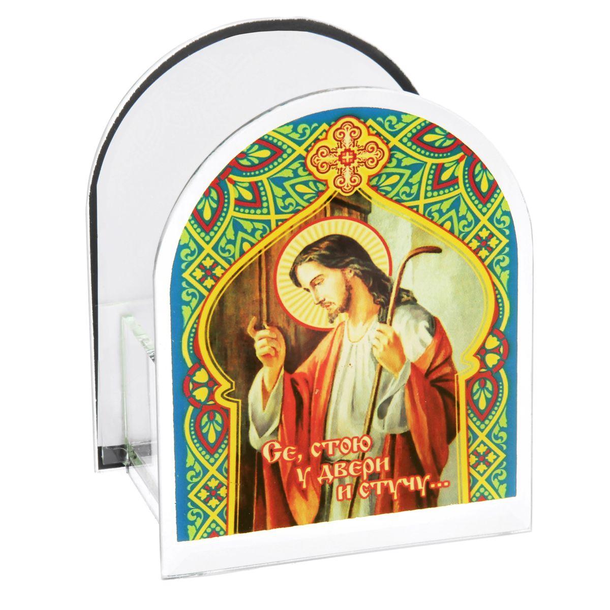 Подсвечник Sima-land Се, стою у двери и стучу...842470Подсвечник Sima-land Се, стою у двери и стучу... изготовлен из качественного стекла, предназначен для свечи в гильзе. С одной стороны подсвечника изображен лик святого, с другой стороны нанесен текст. Зажгите свечку поставьте ее в подсвечник и наслаждайтесь теплом, которое наполнит ваше сердце.Такой подсвечник привнесет в ваш дом согласие и мир и будет прекрасным подарком, оберегающим близких вам людей. Размер подсвечника (ДхШхВ): 9 см х 7 см х 11 см.Диаметр отверстия для свечи: 4,5 см.