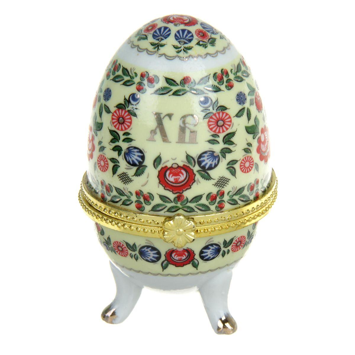 Шкатулка декоративная Sima-land Хохлома. 890087890087Стильная шкатулка Sima-land Хохлома - это не только символичный, но и очень полезный подарок на светлый праздник Пасхи. Она изготовлена из керамики, вся покрыта разноцветной росписью, выполненной в технике деколь с золотистыми вставками. Благодаря уникальному дизайну, пасхальным надписям и заложенному в шкатулку смыслу она приятно удивит ваших близких и друзей. История дарения таких яиц-шкатулок берет свое начало с известнейшего ювелира Карла Фаберже, который начал изготовлять ювелирные яйца с сюрпризом для императорского дома. Обычай преподносить такие подарки близким - это возрождение императорской традиции. Такой подарок воистину является привычным для Пасхи. Шкатулка порадует своим великолепием, функциональными особенностями и оригинальной подарочной упаковкой. Такой царский сувенир приятно дарить и получать!