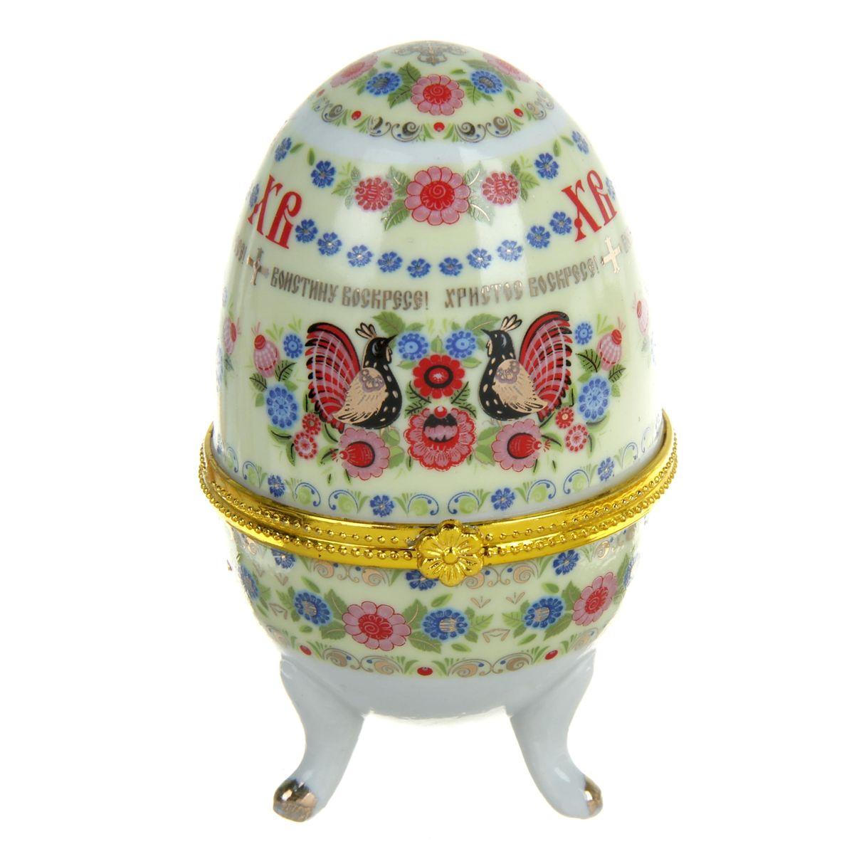 """Яйцо-шкатулка Sima-land """"Хохлома"""" представляет собой изделие, изготовленное из белоснежной прочной керамики и оформленное росписью, выполненной в технике """"деколь"""", с золотистыми вставками. Изделие располагается на изящных ножках. Яйцо-шкатулка Sima-land """"Хохлома"""" порадует своим великолепием и функциональными особенностями. Это не только символичный, но и очень полезный подарок на светлый праздник Пасхи. Диаметр яйца-шкатулки: 6 см. Высота яйца-шкатулки: 10 см."""