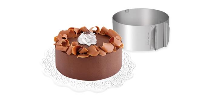 Форма для торта Tescoma Delicia, регулируемая, круглая, диаметр 16-30 см623380Регулируемая форма Tescoma Delicia предназначена для приготовления круглых тортов. Изделие выполнено из высококачественной нержавеющей стали. Форма очень просто регулируется: просто растяните ее до нужного размера, металлическое кольцо передвиньте на 2 см от свободного конца, используйте более густое тесто. Подходит для электрических, газовых духовок, и духовок с горячим обдувом. Можно мыть в посудомоечной машине. Минимальный диаметр формы: 16 см. Максимальный диаметр формы: 30 см. Высота стенки: 8,5 см.