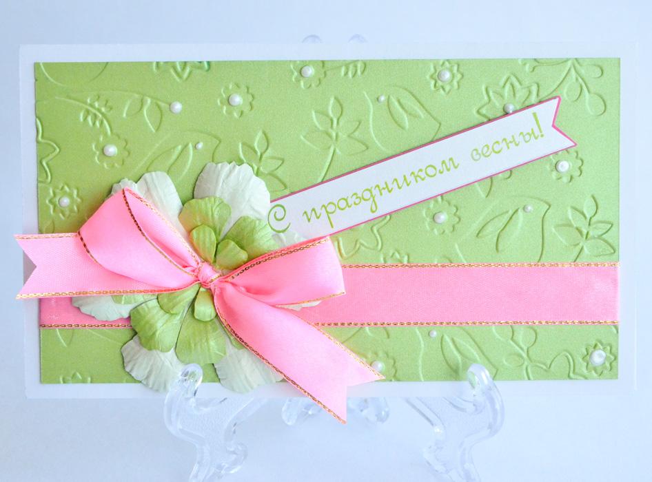 """Характеристики:     Размер 19 см x 11 см.  Материал: Высоко-художественный картон, бумага, декор.  Описание:Данная открытка может стать как прекрасным дополнением к вашему подарку, так и самостоятельным подарком. Так как открытка является и конвертом в который вы можете вложить ваш денежный подарок или просто написать ваши пожелания на вкладыше.   Нежный тесненный фон, венчается цветком ручной работы выполненным мастером нашей студии, прекрасный подарок красивой леди.   Также открытка упакована в пакетик для сохранности.   Обращаем Ваше внимание на то, что открытка может незначительно отличаться от представленной на фото.  Открытки ручной работы от студии """"Тётя Роза"""" отличаются своим неповторимым и ярким стилем. Каждая уникальна и выполнена вручную мастерами студии. (Открытка для мужчин, открытка для женщины, открытка на день рождения, открытка с днем свадьбы, открытка винтаж, открытка с юбилеем, открытка на все случаи, скрапбукинг)"""
