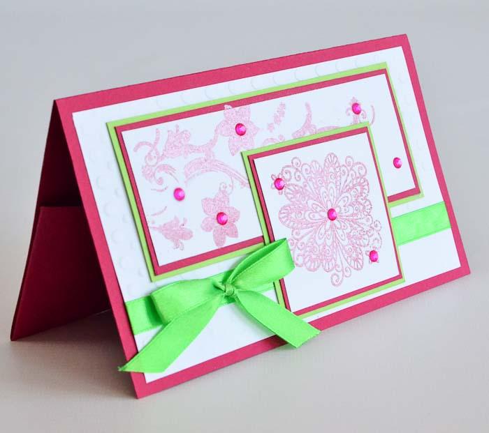 Открытка-конверт Розовые цветы. Студия Тетя РозаОЖ-0047Характеристики: Размер 19 см x 11 см.Материал: Высоко-художественный картон, бумага, декор.Описание: Данная открытка может стать как прекрасным дополнением к вашему подарку, так и самостоятельным подарком. Так как открытка является и конвертом в который вы можете вложить ваш денежный подарок или просто написать ваши пожелания на вкладыше. Выразительные, яркие цветы выполненные в технике термоподъема с ярким сочетанием ярких розово-зеленых контрастов. Текстурный рельеф и атласная лента дополняют общий декор. Так же открытка упакована в пакетик для сохранности.Обращаем Ваше внимание на то, что открытка может незначительно отличаться от представленной на фото. Открытки ручной работы от студии Тётя Роза отличаются своим неповторимым и ярким стилем. Каждая уникальна и выполнена вручную мастерами студии. (Открытка для мужчин, открытка для женщины, открытка на день рождения, открытка с днем свадьбы, открытка винтаж, открытка с юбилеем, открытка на все случаи, скрапбукинг)