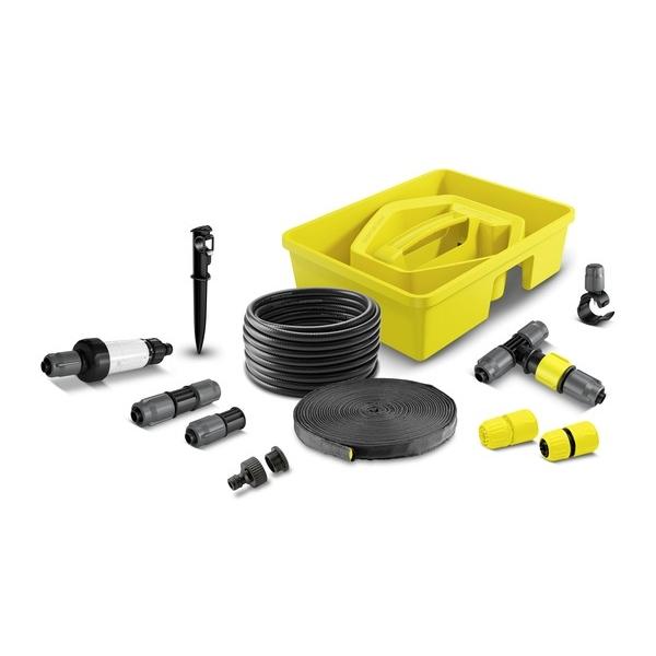 """Комплект """"Karcher"""" находится в удобном пластиковом контейнере и состоит из сочащегося шланга 1/2"""" (10 м), системного шланга 1/2"""" (15 м) для подачи воды и установки форсунок и капельниц, 4 регулируемых тройников, 4 соединителей, 10 капельниц, 5 колышков для шлангов, 5 заглушек, 1 фильтра, 2 коннекторов и 1 штуцера для крана G1 с переходом на 3/4""""."""