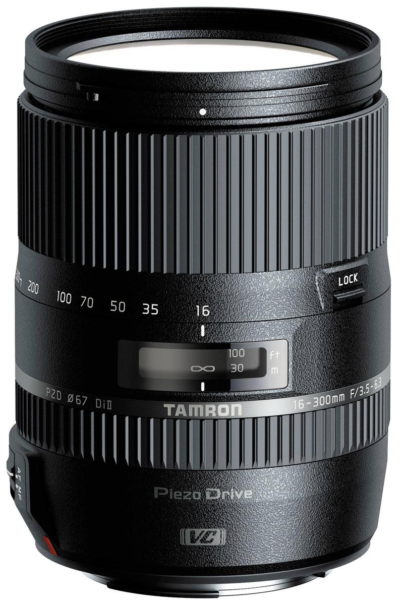 Tamron 16-300mm F3.5-6.3 Di II VC PZD, Canon объективB016EУниверсальный объектив Tamron 16-300mm F3.5-6.3 Di II VC PZD с диапазоном фокусных расстояний 16-300 мм можетиспользоваться как для съёмки пейзажей, так и для портретной съёмки. Защита от брызг обеспечиваеткомфортную работу с оптикой в дождливую погоду, а пьезо-ультразвуковой мотор Piezo Drive гарантирует тихую,точную и невероятно быструю автофокусировку. Также предусмотрена возможность ручной фокусировки.Фирменная система подавления вибраций VC (Vibration Compensation) позволяет вести съёмку без штатива намаксимальном зуме. Минимальная дистанция фокусировки в Tamron B016 16-300mm F/3.5-6.3 Di II VC PZD составляетвсего 39 см, он также подходит для макросъёмки. Оптическая схема объектива с 7-лепестковой диафрагмой идиаметром фильтра 67 мм состоит из 16 элементов в 12 группах.