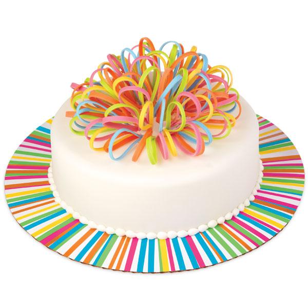 Основа для торта Wilton Яркое колесо, диаметр 30,5 см, 3 штWLT-2104-1339Основа Wilton Яркое колесо выполнена из гофрированного картона с жиронепроницаемым покрытием и оформлена разноцветными полосками. Используется для сервировки тортов, пицц, небольших праздничных угощений, закусок и т.п. Диаметр: 30,5 см. Толщина: 3 мм.