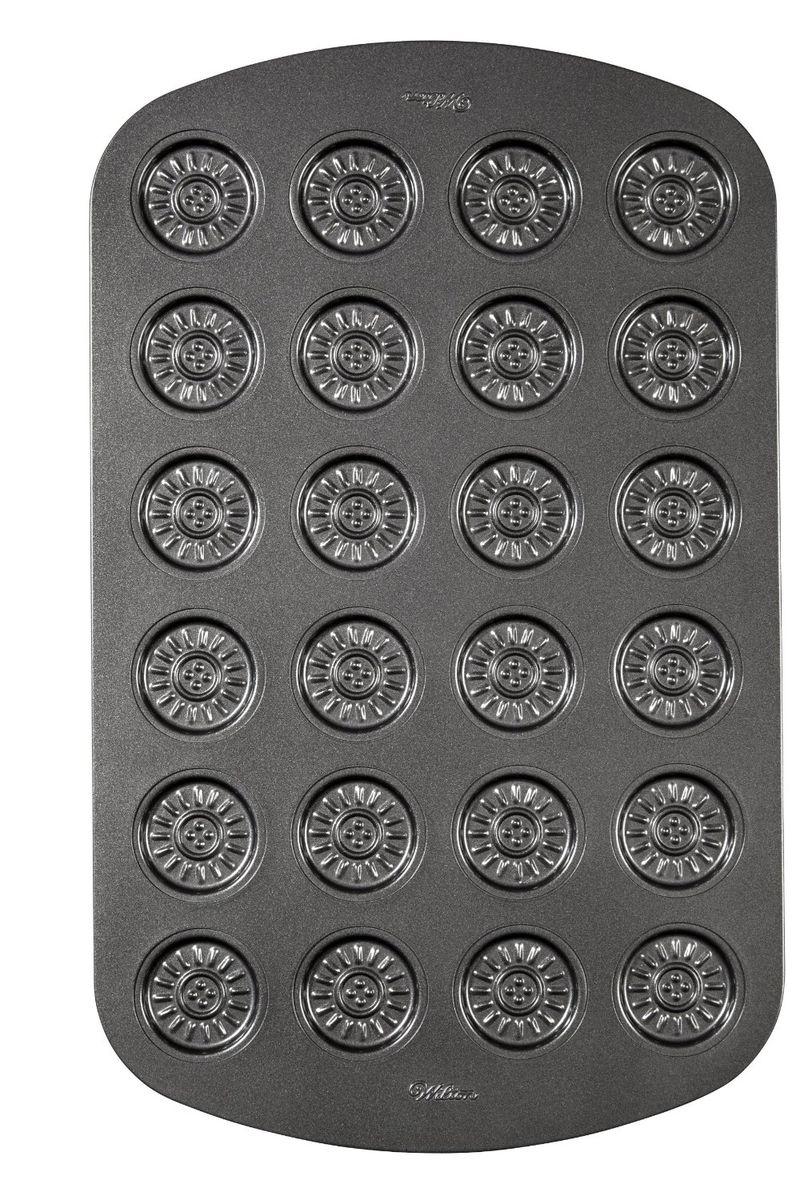 Форма для выпечки печенья Wilton Сендвич, с антипригарным покрытием, 24 ячейкиWLT-2105-3071Форма для выпечки печенья Wilton Сендвич изготовлена из металла с антипригарным покрытием. С таким покрытием пища не пригорает и не прилипает к стенкам. Форма содержит 24 неглубокие ячейки. Можно соединить готовые половинки печенья, используя в качестве прослойки сахарную глазурь, кокосовое масло, желе и другие начинки.Простая в уходе и долговечная в использовании форма будет верной помощницей в создании ваших кулинарных шедевров. Размер формы: 26 см x 42 см х 0,7 см.Размер ячейки: 4 см х 4 см х 0,7 см.