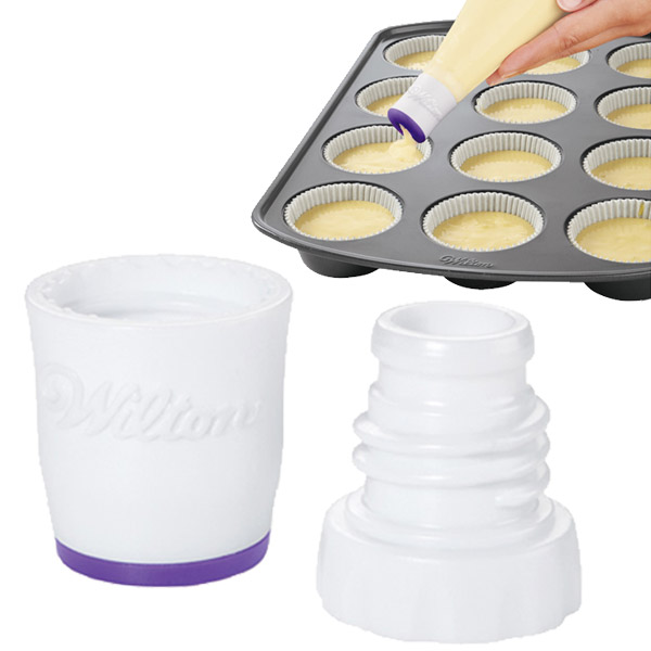 Дозатор для теста Wilton, цвет: белый, фиолетовыйWLT-411-7369Дозатор Wilton изготовлен из пластика и используется для заполнения тестом форм для выпечки. Изделие имеет встроенный клапан для равномерного заполнения. Дозатор прост в применении. Вставьте основание-наконечник дозатора в кондитерский мешок. Отрежьте мешок и присоедините верхнюю насадку к основанию. Заполните кондитерский мешок тестом так, чтобы закрутить верх мешка. Надавив на мешок, выдавите необходимое количество теста, затем остановите давление на мешок. Необходимо использовать одноразовый кондитерский мешок 40 см (не входит в комплект).Перед первым и после каждого использования мыть в теплой мыльной воде. Диаметр основания дозатора: 3 см.Длина дозатора: 4 см.