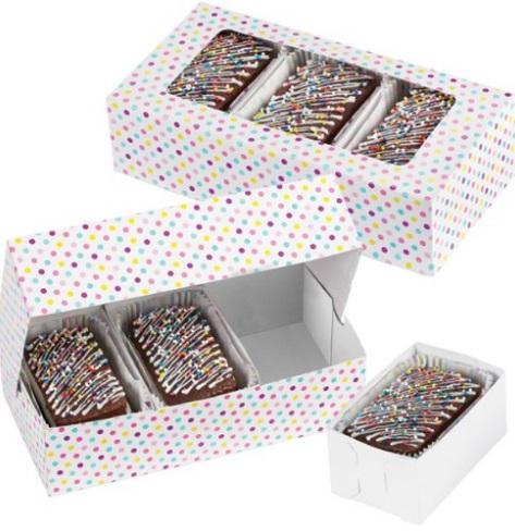 Набор подарочных коробок Wilton Разноцветные точки, с окошком, 19,6 см х 10,1 см х 5 см, 3 штWLT-415-1991Набор Wilton Разноцветные точки состоит из трех подарочных коробок, изготовленных из картона и предназначенных для упаковки кондитерских изделий. Изделия оснащены окошком, благодаря которому можно видеть содержимое коробок. Внутрь подарочных коробок помещаются 3 маленькие коробочки, в которые вы можете положить выпечку.Нам свойственно в первую очередь смотреть на обложку и только потом заглядывать внутрь. Вот почему так важно красиво упаковывать подарки. Оригинальная упаковка для кондитерских изделий - именно тот элемент, который сделает ваш презент особенным и запоминающимся, даря настроение праздника!Размер коробки: 19,6 см х 10,1 см х 5 см.Размер маленькой коробочки: 10 см х 6 см х 5 см.