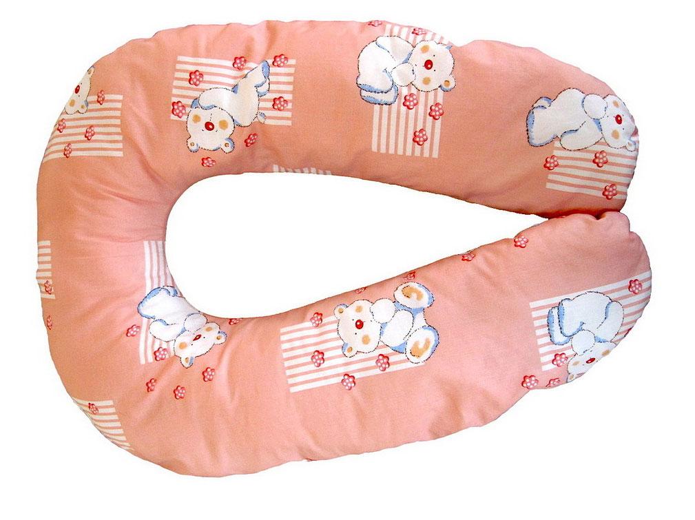 Selby Подушка универсальная большая цвет коралловый5536Большая универсальная подушка Selby, предназначенная для беременных и кормящих мам, позволяет принять удобное положение во время сна, отдыха на больших сроках беременности и кормления грудничка.На последних месяцах беременности использование подушки во время сна или отдыха снимает напряжение с позвоночника и рук, а также предотвращает затекание ног. При кормлении грудью подушка помогает уменьшить нагрузку на руки, плечи и шею.Оформлено изделие ярким рисунком с изображением забавных мишек. Подушка Selby также подходит людям, которым необходим постельный режим по медицинским показаниям.Чехол подушки выполнен из 100% хлопка и снабжен застежкой-молнией, что позволяет без труда снять и постирать его. Наполнитель подушки: полистирол.Список вещей в роддом. Статья OZON Гид