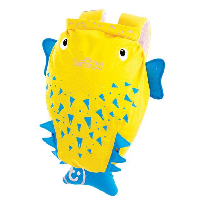 Детский рюкзак для бассейна и пляжа Trunki Рыба-пузырь, цвет: желтый, голубой, 7,5 л0111-GB01Детский рюкзак для бассейна и пляжа Trunki Рыба-пузырь - великолепный подарок для маленьких спортсменов и путешественников.Выполнен из прочного и водоотталкивающего материала в виде рыбки-пузырь желтого цвета с голубыми плавниками. Рюкзак состоит из вместительного отделения, закрывающегося с помощью скрутки, которая также сохранит содержимое и защитит от проникновения воды. Благодаря широкой горловине рюкзака в него очень удобно складывать вещи.Конструкция спинки дополнена противоскользящей сеточкой и системой вентиляции для предотвращения запотевания спины ребенка. Мягкие широкие лямки позволяют легко и быстро отрегулировать рюкзак в соответствии с ростом. На правой лямке рюкзака предусмотрено специальное крепление Trunki grip, с помощью которого можно подвесить детские солнцезащитные очки. Рюкзак оснащен петлей для подвешивания. Также имеет светоотражающие элементы и карман в виде плавника, куда можно положить различные мелочи.Рюкзак Trunki Рыба-пузырь прекрасно подойдет для походов в бассейн и на пляж, поездок, занятий спортом. Ребенку непременно понравится этот яркий стильный аксессуар, который станет для него постоянным спутником.Рекомендуемый возраст: от 3 лет.
