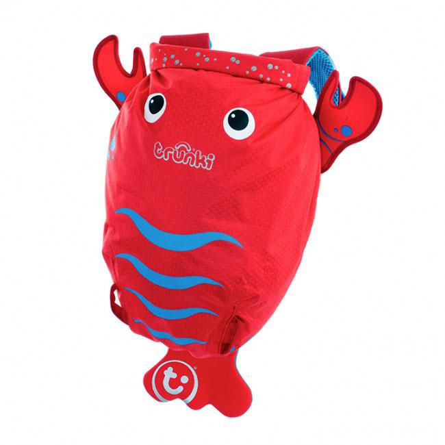 Детский рюкзак для бассейна и пляжа Trunki Лобстер, цвет: красный, голубой, 7,5 л0113-GB01Детский рюкзак для бассейна и пляжа Trunki Лобстер - великолепный подарок для маленьких спортсменов и путешественников.Выполнен из прочного и водоотталкивающего материала в виде лобстера красного цвета. Рюкзак состоит из вместительного отделения, закрывающегося с помощью скрутки, которая также сохранит содержимое и защитит от проникновения воды. Благодаря широкой горловине рюкзака в него очень удобно складывать вещи.Конструкция спинки дополнена противоскользящей сеточкой и системой вентиляции для предотвращения запотевания спины ребенка. Мягкие широкие лямки позволяют легко и быстро отрегулировать рюкзак в соответствии с ростом. На правой лямке рюкзака предусмотрено специальное крепление Trunki grip, с помощью которого можно подвесить детские солнцезащитные очки. Рюкзак оснащен петлей для подвешивания. Также имеет светоотражающие элементы и карман в виде плавника, куда можно положить различные мелочи.Рюкзак Trunki Лобстер прекрасно подойдет для походов в бассейн и на пляж, поездок, занятий спортом. Ребенку непременно понравится этот яркий стильный аксессуар, который станет для него постоянным спутником.Рекомендуемый возраст: от 3 лет.