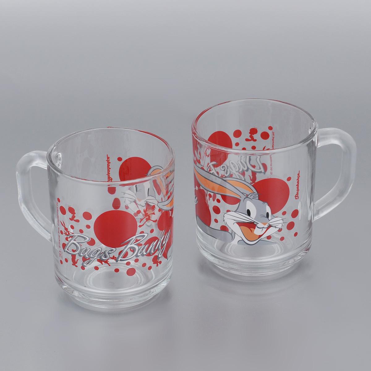 Набор кружек Pasabahce Bugs Bunny, 250 мл, 2 шт55029B/D9Набор Pasabahce Bugs Bunny состоит из двух кружек с удобными ручками, выполненных из прочного натрий-кальций-силикатного стекла. Кружки декорированы изображением Диснеевского героя - Багза Банни. Изделия хорошо удерживают тепло, не нагреваются. На них не выгорает и не вымывается рисунок. Теперь заставить вашего малыша сесть поесть будет очень просто. Посуда Pasabahce будет радовать детей яркими и интересными рисунками, а родителей качеством изготовления. Не рекомендуется мыть в посудомоечных машинах и использовать в микроволновых печах.Диаметр кружки по верхнему краю: 7 см. Высота кружки: 8,5 см. 250 мл
