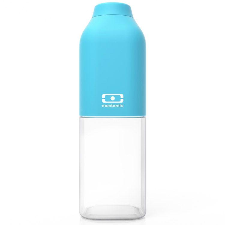 Бутылка для воды Monbento Positive, цвет: голубой, 500 мл1011 01 004Бутылка для воды Monbento Positive изготовлена из безопасного пищевого пластика (BPA free). Одна половина бутылки - прозрачная, вторая оснащена цветным покрытием Soft touch, благодаря чему ее приятно держать в руке. Изделие оснащено герметичной закручивающейся крышкой. Такая идеальная бутылка небольшого размера, но отличной вместимости наполняет оптимизмом, даря заряд позитива и хорошего настроения.Многоразовая бутылка пригодится в спортзале, на прогулке, дома, на даче - в общем, везде! Забудьте про одноразовые пластиковые емкости - они некрасивые, да и засоряют окружающую среду. А такая красота в руках точно привлечет взгляды окружающих.Нельзя мыть в посудомоечной машине.Высота бутылки (с учетом крышки): 19 см.Размер дна: 6 см х 6 см.