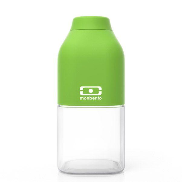 Бутылка для воды Monbento Positive, цвет: зеленый, 330 мл1011 01 105Бутылка для воды Monbento Positive изготовлена из безопасного пищевого пластика (BPA free). Одна половина бутылки - прозрачная, вторая оснащена цветным покрытием Soft touch, благодаря чему ее приятно держать в руке. Изделие оснащено герметичной закручивающейся крышкой. Такая идеальная бутылка небольшого размера, но отличной вместимости наполняет оптимизмом, даря заряд позитива и хорошего настроения.Многоразовая бутылка пригодится в спортзале, на прогулке, дома, на даче - в общем, везде! Забудьте про одноразовые пластиковые емкости - они некрасивые, да и засоряют окружающую среду. А такая красота в руках точно привлечет взгляды окружающих.Нельзя мыть в посудомоечной машине.Высота бутылки (с учетом крышки): 13,5 см.Размер дна: 6 см х 6 см.