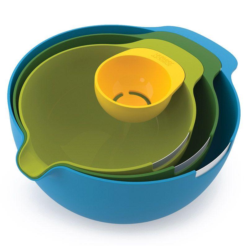 Набор мисок Joseph Joseph Nest, с отделителем белков, цвет: желтый, зеленый, салатовый, голубой, 4 предмета40015Великолепный набор Joseph Joseph Nest с отделителем белков ориентирован на любителей выпечки. В него входят три специальный миски для смешивания и замешивания со стальным ободком, предназначенным для разбивания яичной скорлупы. У каждой миски есть специальный носик, через который легко всыпать ингредиенты в смесь или вылить тесто в форму. В дополнение к набору входит небольшая емкость для отделения яичного белка от желтка. Отделитель можно прикрепить к краю любой из мисок.Набор мисок Joseph Joseph Nest станет незаменимым помощником в приготовлении пищи, а современный стильный дизайн позволит такому набору занять достойное место на вашей кухне, добавив интерьеру оригинальности и изысканности. Объемы мисок: 3,8 л, 2,4 л, 1,4 л.