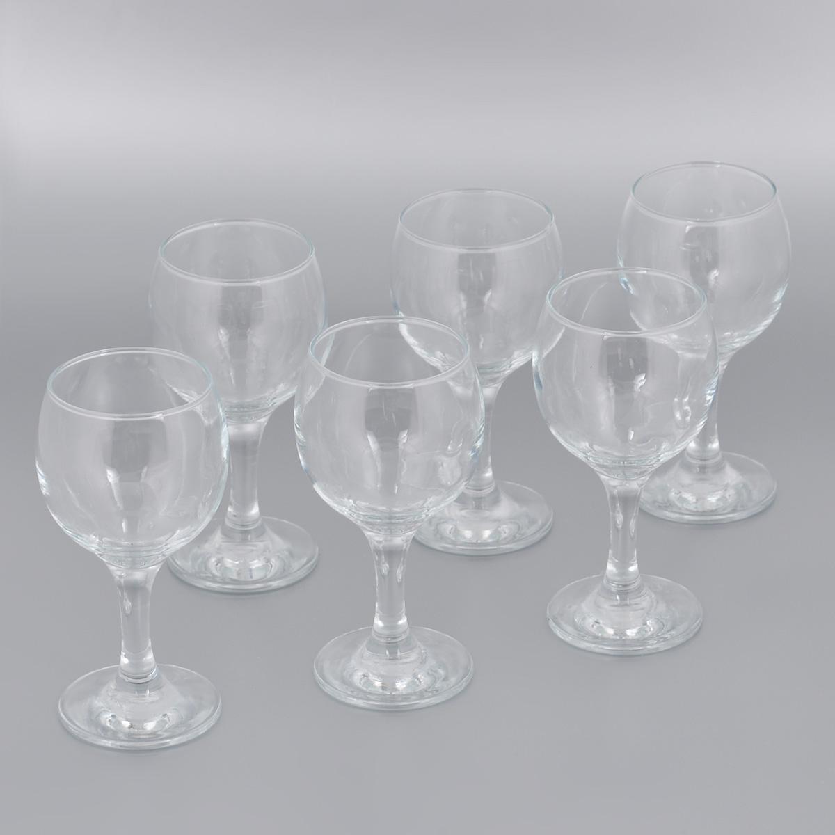 """Набор Pasabahce """"Bistro"""" состоит из шести бокалов, выполненных из прочного натрий-кальций-силикатного стекла. Бокалы предназначены для подачи красного вина. Они сочетают в себе элегантный дизайн и функциональность. Благодаря такому набору пить напитки будет еще вкуснее.Набор бокалов Pasabahce """"Bistro"""" прекрасно оформит праздничный стол и создаст приятную атмосферу за романтическим ужином. Такой набор также станет хорошим подарком к любому случаю. Можно мыть в посудомоечной машине и использовать в микроволновой печи.Диаметр бокала (по верхнему краю): 6 см. Высота бокала: 15 см."""