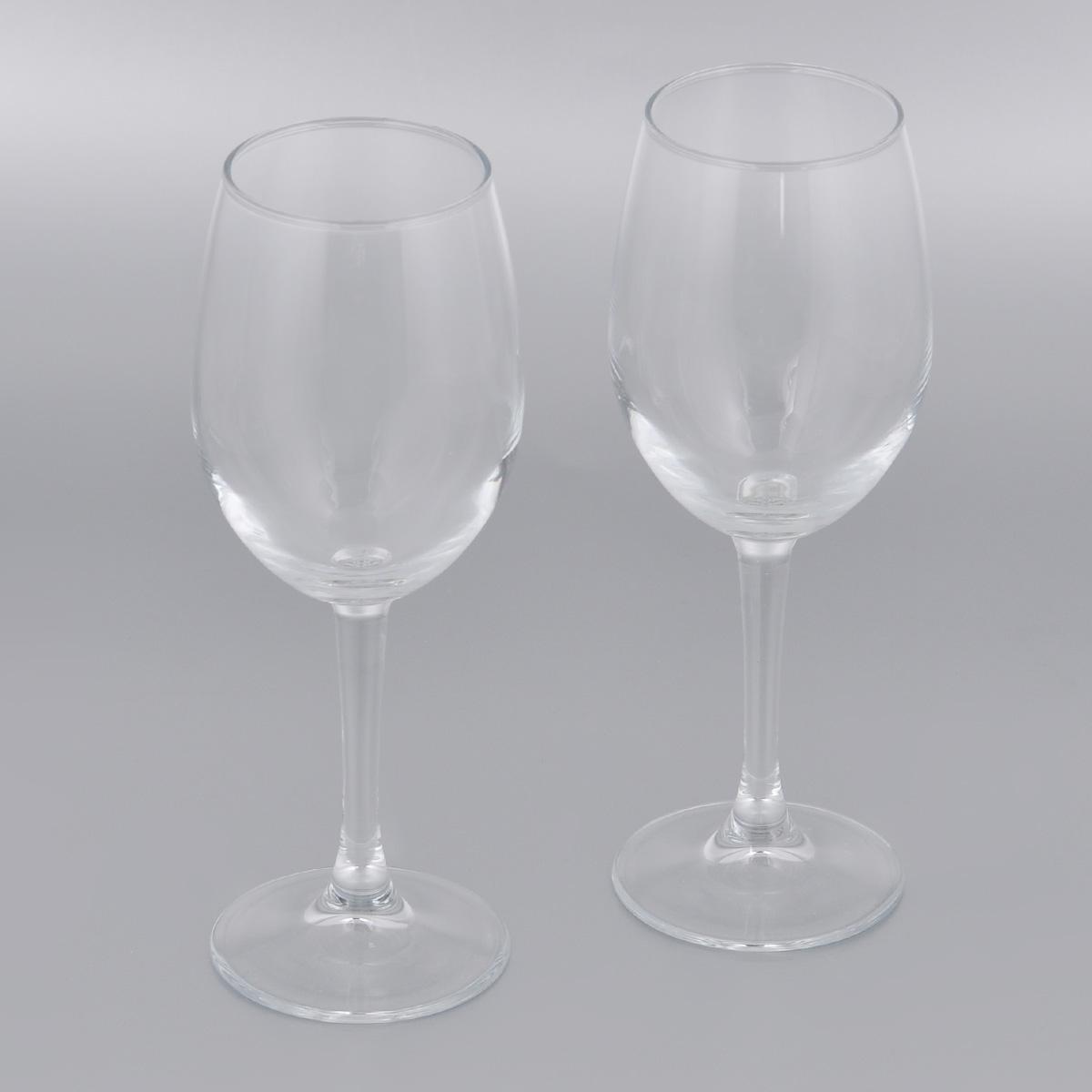 Набор бокалов для вина Pasabahce Classique, 360 мл, 2 шт440151BНабор Pasabahce Classique состоит из двух бокалов, выполненных из прочного натрий-кальций-силикатного стекла. Изделия оснащены высокими ножками. Бокалы предназначены для подачи вина. Они сочетают в себе элегантный дизайн и функциональность. Благодаря такому набору пить напитки будет еще вкуснее.Набор бокалов Pasabahce Classique прекрасно оформит праздничный стол и создаст приятную атмосферу за романтическим ужином. Такой набор также станет хорошим подарком к любому случаю. Можно мыть в посудомоечной машине и использовать в микроволновой печи.Диаметр бокала (по верхнему краю): 6 см. Высота бокала: 21,3 см.
