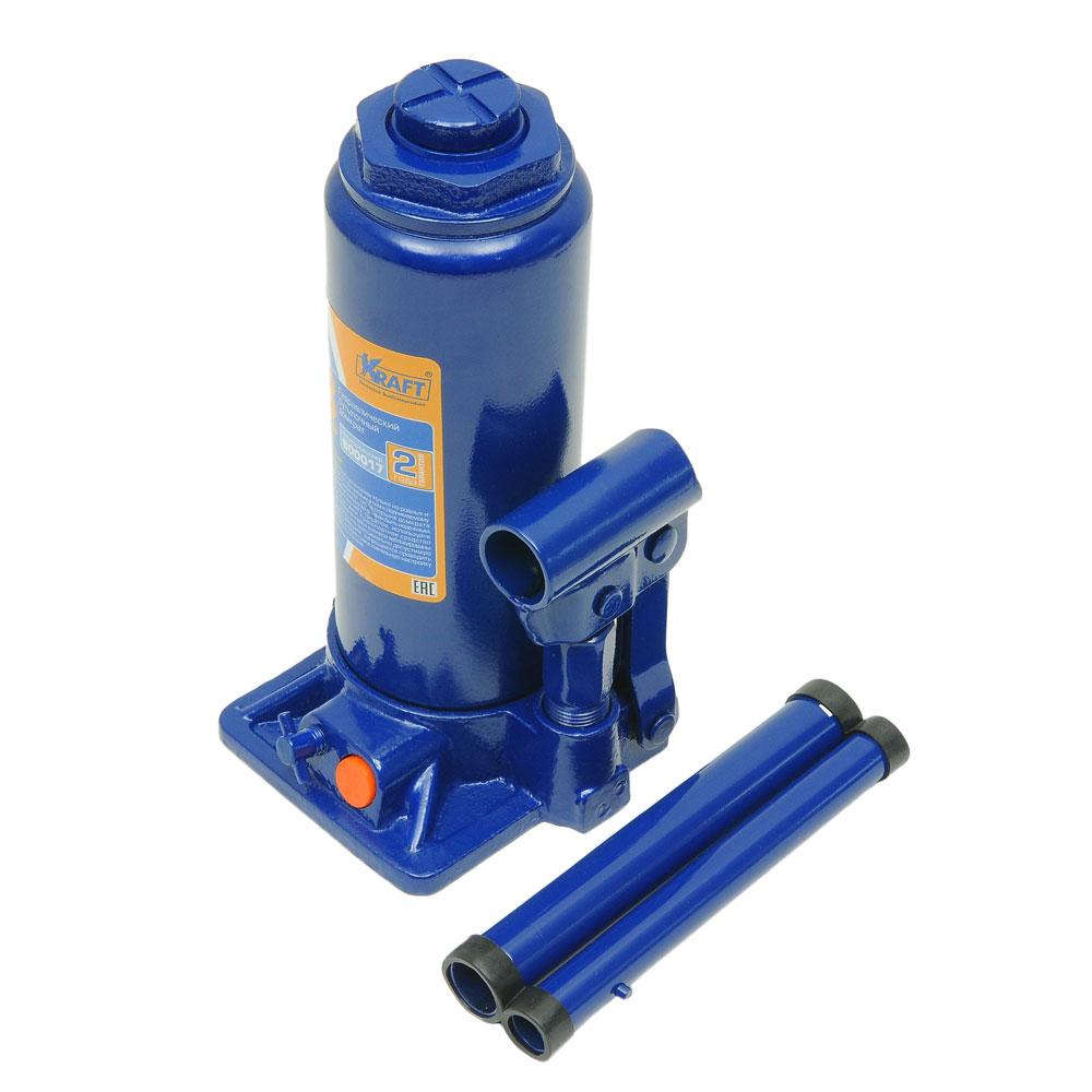 Домкрат бутылочный Kraft КТ 800017, 8 тКТ 800017Гидравлический бутылочный домкрат Kraft предназначен для поднятия грузов. Отличается компактностью конструкции, простотой обслуживания и надежностью в эксплуатации, позволяя осуществить плавный подъем груза и его точную остановку на заданной высоте при небольшом рабочем усилии. Домкрат имеет предохранительный клапан, который в случае неправильной эксплуатации (масса поднимаемого груза будет больше грузоподъемности конкретной модели) сработает и плавно опустит груз.Технические характеристики:Грузоподъемность: 8 т.Высота подъема: 465 мм.Высота подхвата: 230 мм.Функциональные особенности:Высокая устойчивость.Выдвижной винт.Складная рукоятка.Предохранительный клапан.Удобная ручка.Морозостойкое масло (-45°C).Комплектация:Механический бутылочный домкрат.Рукоятка домкрата.Руководство по эксплуатации.