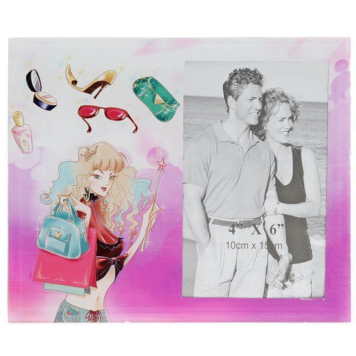Декоративная фоторамка выполненная из стекла и оформленная изображением девушки-модницы, поможет Вам снова и снова пережить счастливые мгновения Вашей жизни. Фоторамку можно поставить на рабочий стол или любое другое место в доме или офисе. К тому же она может стать отличным подарком для близкого человека. Ее можно подарить вместе с любимой фотографией, которая оставит после себя теплые воспоминания, и будет радовать своего получателя каждый день. Характеристики: Материал: стекло. Размер фоторамки: 22,5 см x 17,5 см. Размер фотографии: 10 см x 15 см. Размер упаковки: 23,5 см х 18,5 см х 1,5 см. Производитель: Китай. Артикул: 25028.