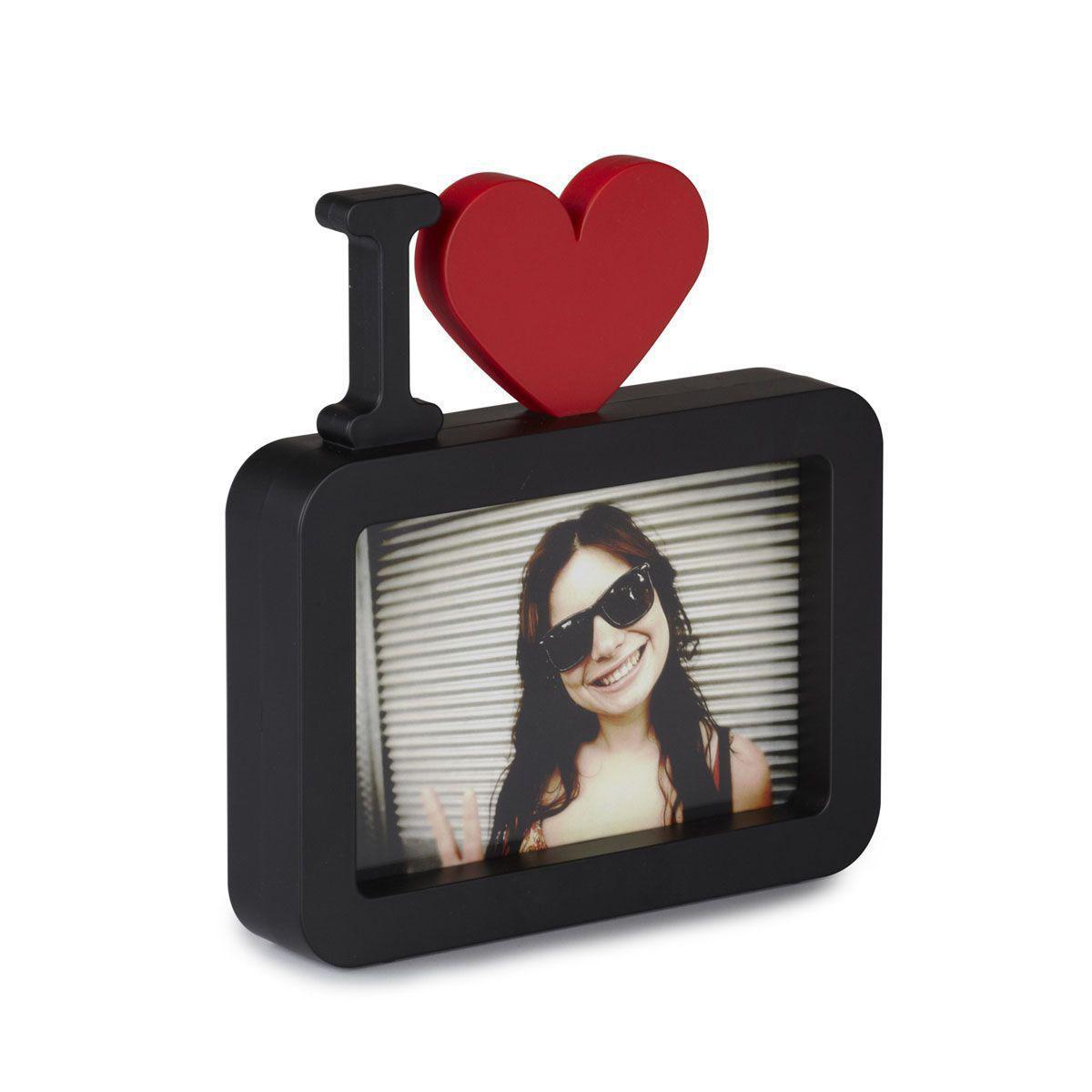Фоторамка настольная I love U, цвет: черный, 10 х 15 см313190-040Оригинальная фоторамка I love U выполнена из пластика и оформлена буквой I и красным сердцем, поместив в нее фотографию, вы получите оригинальное признание в любви. Рамка очень устойчива, и ее можно поставить на столик или любую другую поверхность. Рамка позволит сохранить на память изображения дорогих вам людей и интересных событий вашей жизни. С таким украшением вы сможете не просто внести в интерьер своего дома элемент необычности, но и создать атмосферу уюта и тепла. Характеристики: Материал: пластик ABS. Размер фоторамки: 17,5 см х 12,5 х 3,2 см. Цвет: Черный. Формат фотографии: 10 см х 15 см.