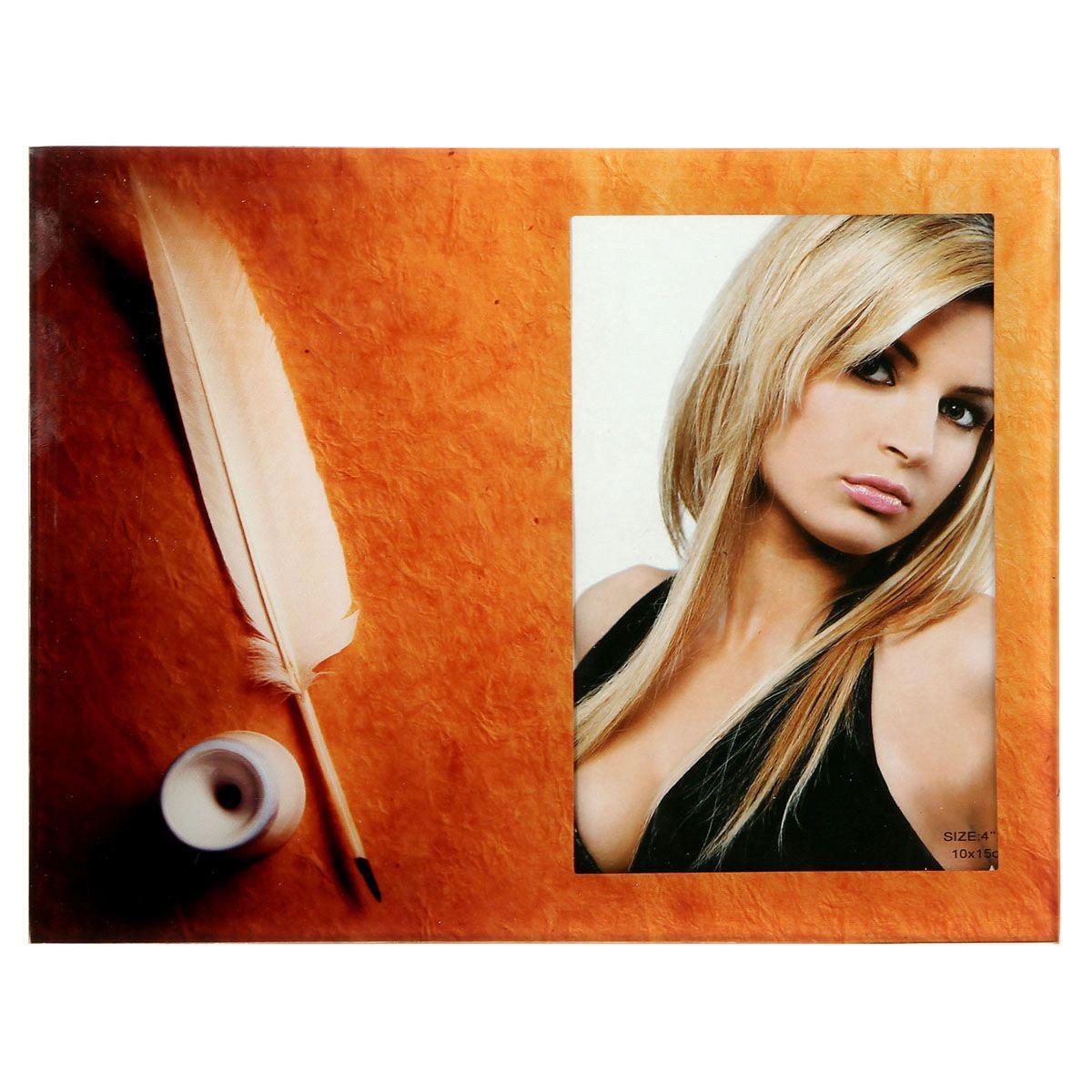 Фоторамка Sima-land Перо и бумага, цвет: коричневый, 10 см х 15 см843729Декоративная фоторамка Sima-land Перо и бумага выполнена из стекла и декорирована изображением пера. Обратная сторона рамки оснащена специальной ножкой, благодаря которой ее можно поставить на стол или любое другое место в доме или офисе. Такая фоторамка украсит ваш интерьер оригинальным образом, а также позволит сохранить память о дорогих вам людях и интересных событиях вашей жизни. С ней вы сможете не просто внести в интерьер своего дома элемент оригинальности, но и создать атмосферу загадочности и изысканности.