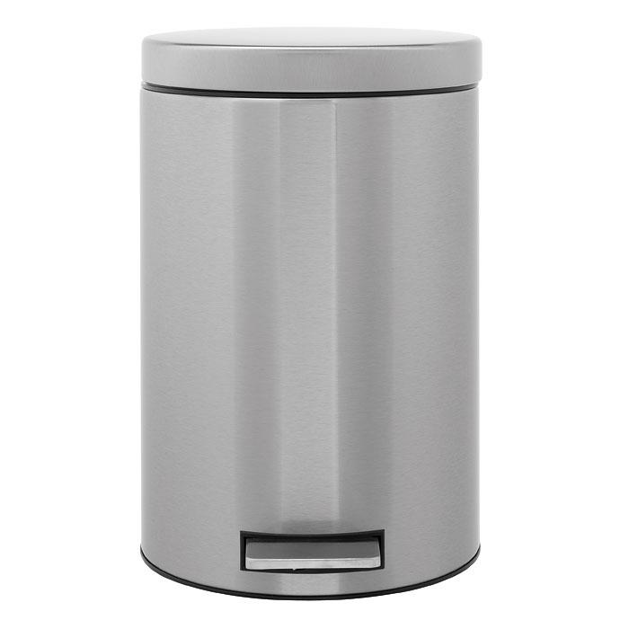 Бак мусорный Brabantia, с педалью, цвет: стальной матовый, 12 л. 288524-BR11625Педальный бак Brabantia на 12 л поистине универсален и идеально подходит для использования на кухне или в гостиной. Достаточно большой для того, чтобы вместить весь мусор, при этом достаточно компактный для того, чтобы аккуратно разместиться под рабочим столом.Мягкий ход педали и бесшумное открытие/закрытие крышки.Удобный в использовании – при открывании вручную крышка фиксируется в открытом положении, закрывается нажатием педали.Надежный педальный механизм, высококачественные коррозионно-стойкие материалы.Удобная очистка – прочное съемное внутреннее пластиковое ведро.Предохранение пола от повреждений – пластиковое защитное основание.Всегда опрятный вид – идеально подходящие по размеру мешки для мусора со стягивающей лентой (размер C).10-летняя гарантия Brabantia.