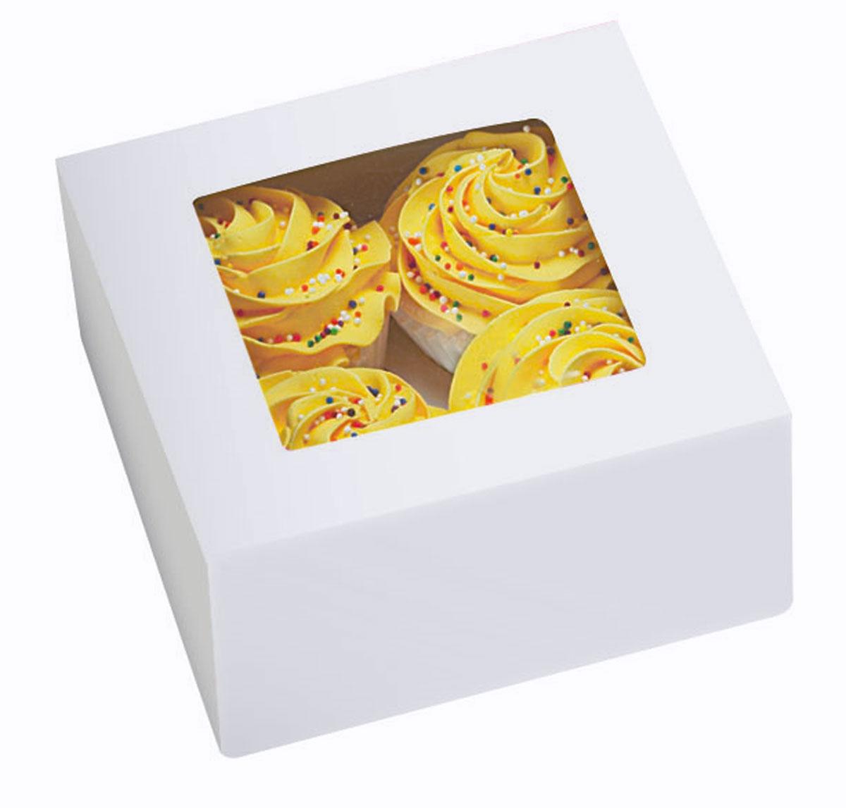 Набор подарочных коробок Wilton Зима, с окошком, 15,8 х 15,8 х 7,6 см, 3 штWLT-415-1215Набор Wilton Зима состоит из трех подарочных коробок, изготовленных из картона и предназначенных для упаковки кондитерских изделий. Изделия оснащены небольшим окошком, благодаря которому можно видеть содержимое коробок. Нам свойственно в первую очередь смотреть на обложку и только потом заглядывать внутрь. Вот почему так важно красиво упаковывать подарки. Оригинальная упаковка для кондитерских изделий - именно тот элемент, который сделает ваш презент особенным и запоминающимся, даря настроение праздника!Размер коробки: 15,8 см х 15,8 см х 7,6 см.