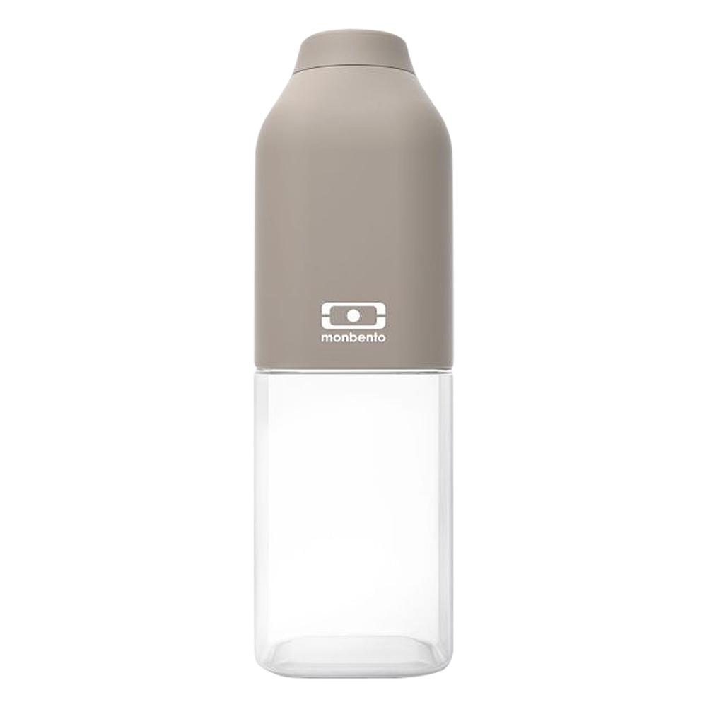 Бутылка для воды Monbento Positive, цвет: серый, 500 мл1011 01 010Бутылка для воды Monbento Positive изготовлена из безопасного пищевого пластика (BPA free). Одна половина бутылки - прозрачная, вторая оснащена цветным покрытием Soft touch, благодаря чему ее приятно держать в руке. Изделие оснащено герметичной закручивающейся крышкой. Такая идеальная бутылка небольшого размера, но отличной вместимости наполняет оптимизмом, даря заряд позитива и хорошего настроения.Многоразовая бутылка пригодится в спортзале, на прогулке, дома, на даче - в общем, везде! Забудьте про одноразовые пластиковые емкости - они некрасивые, да и засоряют окружающую среду. А такая красота в руках точно привлечет взгляды окружающих.Нельзя мыть в посудомоечной машине.Высота бутылки (с учетом крышки): 19 см.Размер дна: 6 см х 6 см.