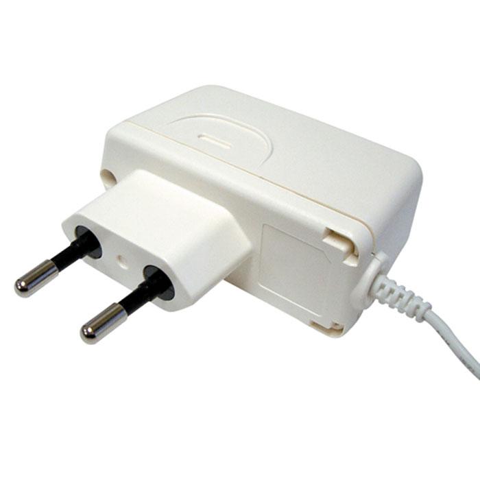 Адаптер AND TB-233C6042053AND TB-233C – это сетевой импульсный адаптер для автоматических тонометров торговой марки AND, которыеизмеряют уровень артериального давления с помощью плечевой манжеты. Данное устройство отличаетсякомпактными габаритами и чрезвычайно высокой устойчивостью к перепадам электричества. Аксессуарадаптирован под российские розетки и имеет выходное напряжение на уровне 6 В. С его участием измерениеартериального давления станет простым и чрезвычайно точным процессом.
