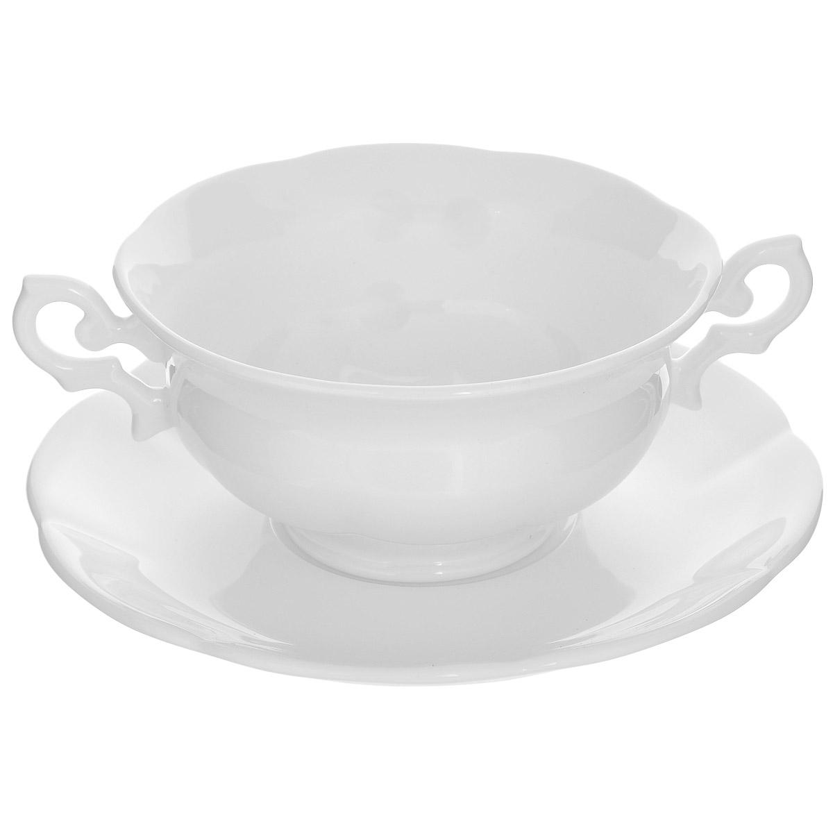 Бульонница на тарелке Royal Bone China White, 350 мл89ww/0330-33Бульонница на тарелке Royal Bone China White прекрасно подойдет для подачи супов и жидких блюд. Изделие выполнено из особого фарфора с 45% содержанием костяной муки. Основным достоинством изделий из костяного фарфора является прозрачность и абсолютно гладкая глазуровка. В итоге получаются изделия, сочетающие изысканный вид с прочностью и долговечностью. Изделия Royal Bone China по праву считаются элитными. Данная торговая марка хорошо известна в Европе и Азии, а теперь и жители нашей страны смогут приобрести потрясающие сервизы. Royal Porcelain Public Company Ltd (Таиланд) - ультрасовременное предприятие, оснащенное немецким оборудованием, ежегодно выпускает более 33 миллионов изделий, которые поставляются более чем в 50 стран. Среди клиентов компании - сети отелей Marriott, Hyatt, Sheraton, Hilton. Компания предлагает разнообразный ассортимент с постоянным обновлением коллекций. Объем бульонницы: 350 мл. Диаметр бульонницы (по верхнему краю): 12 см. Высота стенки бульонницы: 6 см. Диаметр тарелки: 16 см.