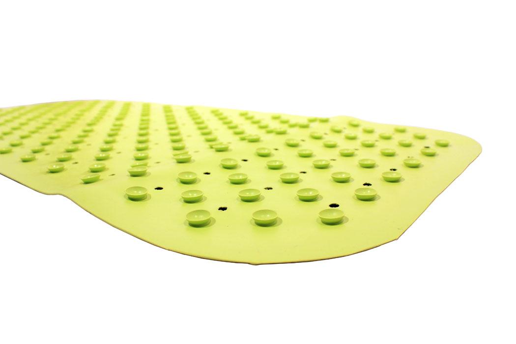 Противоскользящий коврик для ванны создан специально для детей и призван обеспечить комфортное и безопасное купание малышей в ванне. Он обладает целым рядом важных преимуществ.Мягкие присоски надежно прикрепляют коврик ко дну ванны и не дают ему скользить по ее поверхности, как бы активно ни двигался малыш. Специальное покрытие препятствует скольжению ног или тела ребенка по коврику. Поверхность коврика имеет рельефные элементы, обеспечивающие массажные функции, благодаря которым купание малыша в ванне станет не только простым и безопасным, но еще и полезным! Специальные отверстия позволяют воде легко стекать и обеспечивают более надежное крепление коврика к поверхности ванны.Оптимальный размер коврика 34 на 74 см делает его доступным для использования в любых ваннах, как в обычных больших, так и в детских ванночках и мини-бассейнах.Коврик выполнен в жизнерадостном салатовом цвете - он станет не только отличным помощником вам и вашему малышу, но и стильным аксессуаром!Антискользящие коврики для ванны сделаны из 100%-но натуральной резины без применения токсичного сырья. Резиновые коврики на присосках полностью соответствует всем требованиям безопасности детской продукции: ГОСТ 25779-90, СанПин 2.4.7.007-93, Европейским стандартам качества EN71.