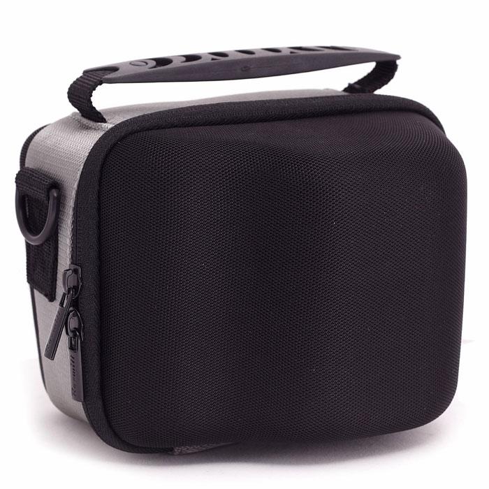 Roxwill L37, Black чехол для фото- и видеокамерL37 blackНадежная сумка Roxwill L37 для суперзумов и системных фотокамер. Надежно защитит вашу камеру от случайных ударов и царапин, а также от пыли и влаги. Сделана из материала EVA (вспененная резина), который не подлежит воздействию агрессивных веществ и предохраняет фотоаппарат при падении. Закрывается на двойную застежку «молния» и обеспечивает быстрый доступ к фотокамере. Имеется внутренний карман для карт памяти. Для переноски предусмотрены регулируемый наплечный ремень и удобная ручка.