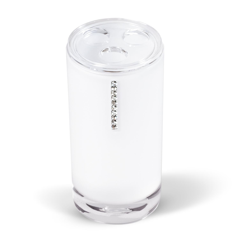 Стакан для зубных щеток Tatkraft Diamond White, цвет: белый12400Стакан для зубных щеток Diamond White изготовлен из акрила белого цвета и украшен стразами. Стакан имеет три отверстия для зубных щеток. Зубная щетка легко загрязняется, поэтому ее следует содержать в абсолютной чистоте. Хранение зубных щеток в специальном стакане заметно снижает количество микроорганизмов в самой щетке, а щетинки сохраняют свою твердость и форму. Стакан Diamond White сохранит ваши зубные щетки и станет стильным аксессуаром, который украсит интерьер ванной комнаты. Характеристики:Материал: акрил, стразы. Диаметр стакана: 6,2 см. Высота стакана: 13,5 см. Размер упаковки: 6,2 см х 6,2 см х 13,5 см.