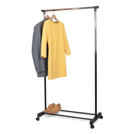 """Стойка для одежды """"Tatkraft Mercury"""" позволит сэкономить полезное пространство в вашей прихожей или комнате. Она представляет собой конструкцию, выполненную их хромированной стали и пластика. Высота стойки регулируется. Специальная конструкция позволяет легко перемещать ее вместе с одеждой. Такая стойка для одежды отличается практичностью и удобством в использовании. Характеристики:  Материал: сталь, пластик. Высота стойки:  101-168 см. Длина стойки:  84 см. Ширина стойки:  42,5 см. Максимальная нагрузка (при условии распределенного веса по всей ширине планки):  20 кг. Размер упаковки:  88 см х 12,5 см х 8,5 см. Производитель:  Германия. Изготовитель:  Китай. Артикул:  13001."""