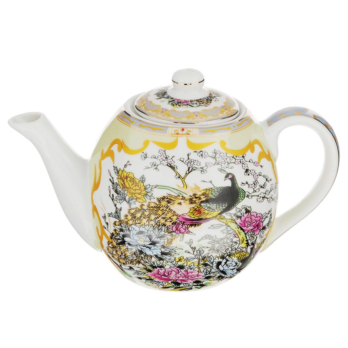 Чайник заварочный Saguro Павлин, 650 мл543-289Заварочный чайник Saguro Павлин изготовлен из высококачественного фарфора и покрыт слоем сверкающей глазури. Посуда оформлена изысканным изображением павлина в саду и эмалью золотистого цвета. Такой чайник прекрасно дополнит сервировку стола к чаепитию и станет его неизменным атрибутом. Не использовать в микроволновой печи. Объем: 650 мл. Диаметр (по верхнему краю): 7 см. Высота стенки (без учета крышки): 10 см.
