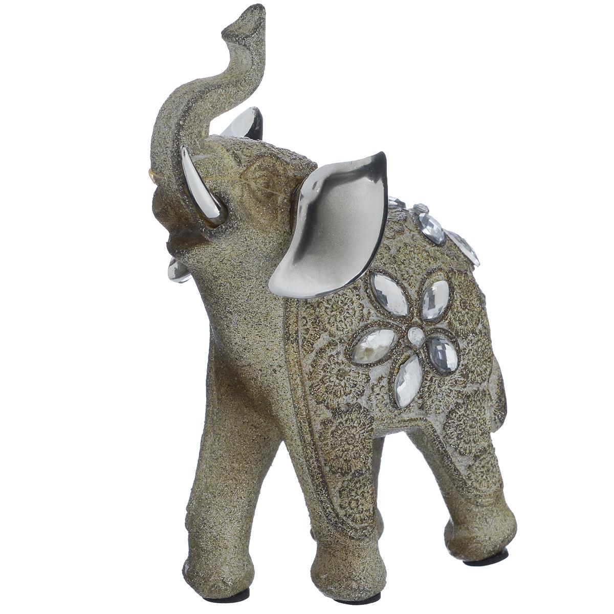 Фигурка декоративная Molento Блестящий слон, высота 13 см549-180Декоративная фигурка Molento Блестящий слон, изготовленная из полистоуна, позволит вам украсить интерьер дома, рабочего кабинета или любого другого помещения оригинальным образом. Изделие, выполненное в виде слона, украшено блестками и стразами.Вы можете поставить фигурку в любом месте, где она будет удачно смотреться, и радовать глаз. Кроме того, фигурка Блестящий слон станет чудесным сувениром для ваших друзей и близких. Размер фигурки: 9,5 см х 4,5 см х 13 см.