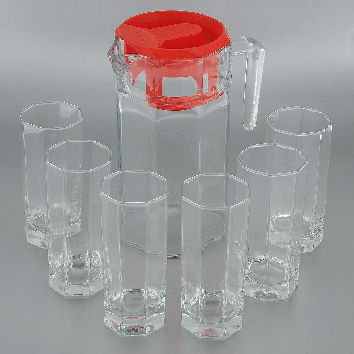 Набор для воды Pasabahce Kosem, 7 предметов97415Набор Pasabahce Kosem состоит из шести стаканов и графина, выполненных из прочного натрий-кальций-силикатного стекла. Предметы набора, оснащенные рельефной многогранной поверхностью, предназначены для воды, сока и других напитков. Графин снабжен пластиковой, плотно закрывающейся крышкой. Изделия сочетают в себе элегантный дизайн и функциональность. Благодаря такому набору пить напитки будет еще вкуснее.Набор для воды Pasabahce Kosem прекрасно оформит праздничный стол и создаст приятную атмосферу. Такой набор также станет хорошим подарком к любому случаю. Можно мыть в посудомоечной машине и использовать в микроволновой печи.Объем графина: 1,25 л. Диаметр графина (по верхнему краю): 11 см. Высота графина (без учета крышки): 21,5 см. Объем стакана: 260 мл. Диаметр стакана (по верхнему краю): 6 см. Высота стакана: 13,5 см.