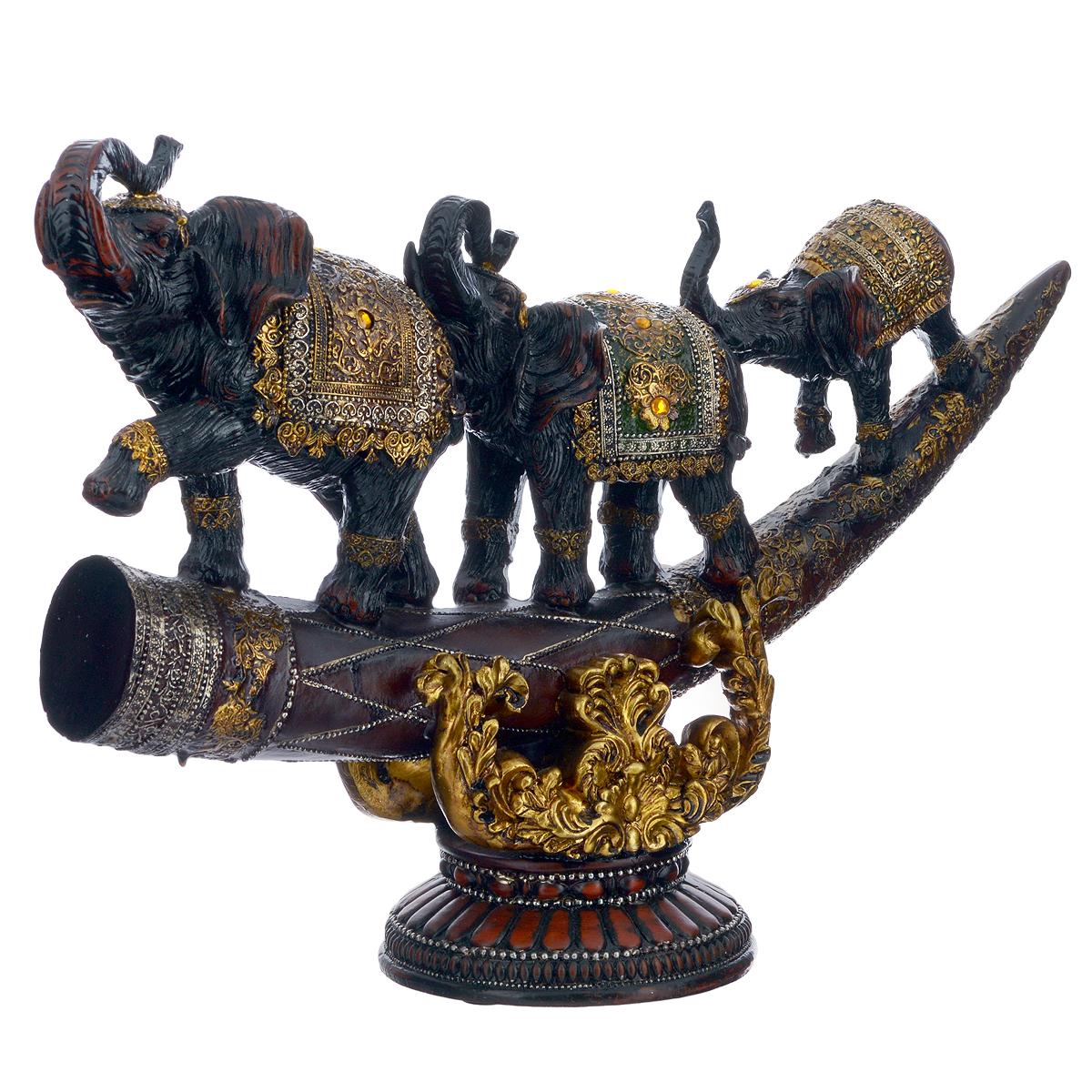 Фигурка декоративная Molento Слоны на бивне, высота 27 см549-021Декоративная фигурка Molento Слоны на бивне, изготовленная из полистоуна, позволит вам украсить интерьер дома, рабочего кабинета или любого другого помещения оригинальным образом. Изделие, выполненное в виде бивня с тремя слонами, украшено рельефными узорами и стразами. С такой декоративной фигурой вы сможете не просто внести в интерьер элемент оригинальности, но и создать атмосферу загадочности и изысканности. Размер фигурки: 41 см х 12 см х 27 см.