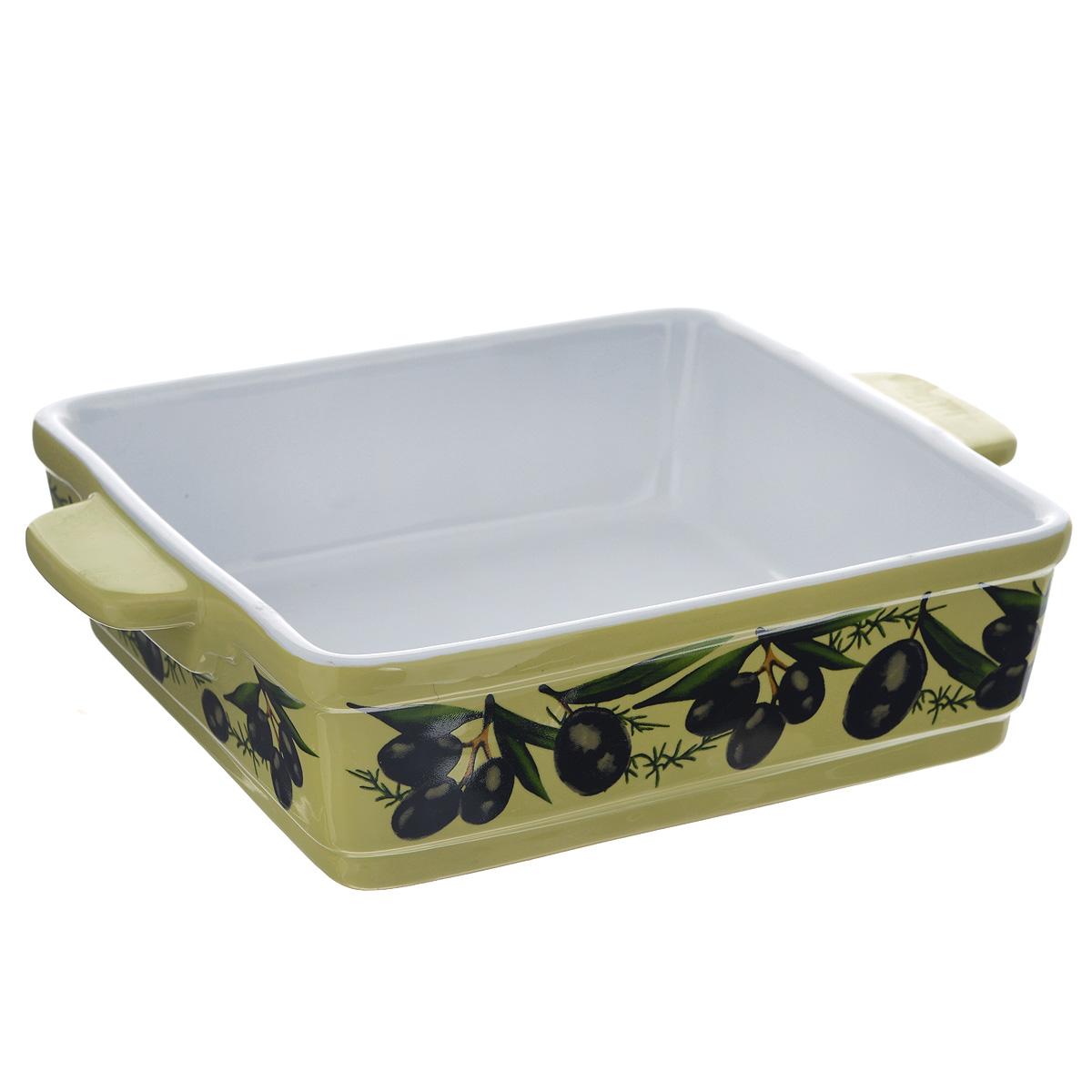 """Квадратная форма для запекания Едим Дома """"Тоскана"""" изготовлена из   жаропрочной керамики, покрытой глазурью. Такая керамика выдерживает   температуру от -30°С до +220°С, что позволяет использовать ее и в   холодильнике, и в духовке. Изделие декорировано изображением оливок. Форма   идеальна для запекания мяса и овощей. Оснащена удобными ручками.   Можно использовать в микроволновой печи и духовке. Керамическую посуду рекомендуется   ставить в минимально нагретую духовку и постепенно нагревать до необходимой для   приготовления пищи температуры. Керамические изделия не рекомендуется подвергать резкому   перепаду температуры. Можно мыть в посудомоечной машине.   Внутренний размер формы: 20 см х 20 см.  Размер формы (с учетом ручек): 25,5 см х 20 см.  Высота стенки: 6 см.     Как выбрать форму для выпечки – статья на OZON Гид."""