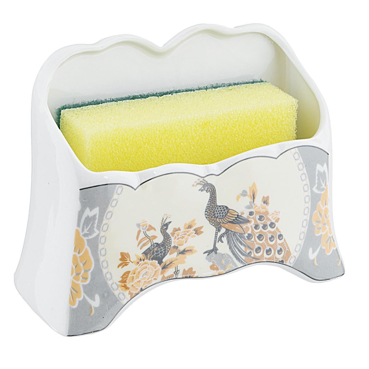 Набор для мытья посуды Saguro Павлин на бежевом, 2 предмета532-231Подставка Saguro Павлин на бежевом изготовлена из высококачественного фарфора и оформлена изображением павлинов. В комплект с подставкой входит губка для мытья посуды. Изящная подставка прекрасно впишется в интерьер вашей кухни. Не применять абразивные моющие средства. Размер подставки: 11,5 см х 5 см х 8,5 см.