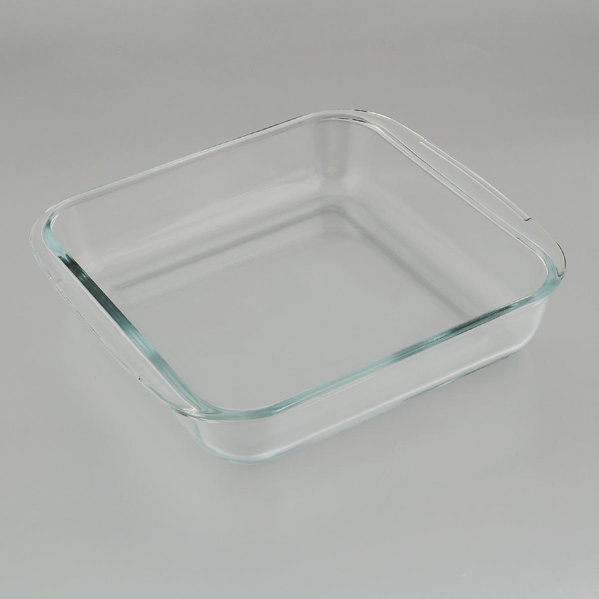 """Квадратная форма для запекания """"Mijotex"""" изготовлена из жаропрочного  стекла,  которое выдерживает температуру до +450°С. Форма предназначена для  приготовления горячих блюд. Оснащена двумя ручками. Материал изделия  гигиеничен, прост в уходе и обладает высокой степенью прочности.  Форма идеально подходит для использования в духовках, микроволновых печах,  холодильниках и морозильных камерах. Также ее можно использовать на газовых  плитах (на слабом огне) и на электроплитах. Можно мыть в посудомоечной  машине. Внутренний размер формы: 21 см х 21 см. Внешний размер формы (с учетом ручек): 25 см х 22 см.  Высота стенки формы: 5 см."""