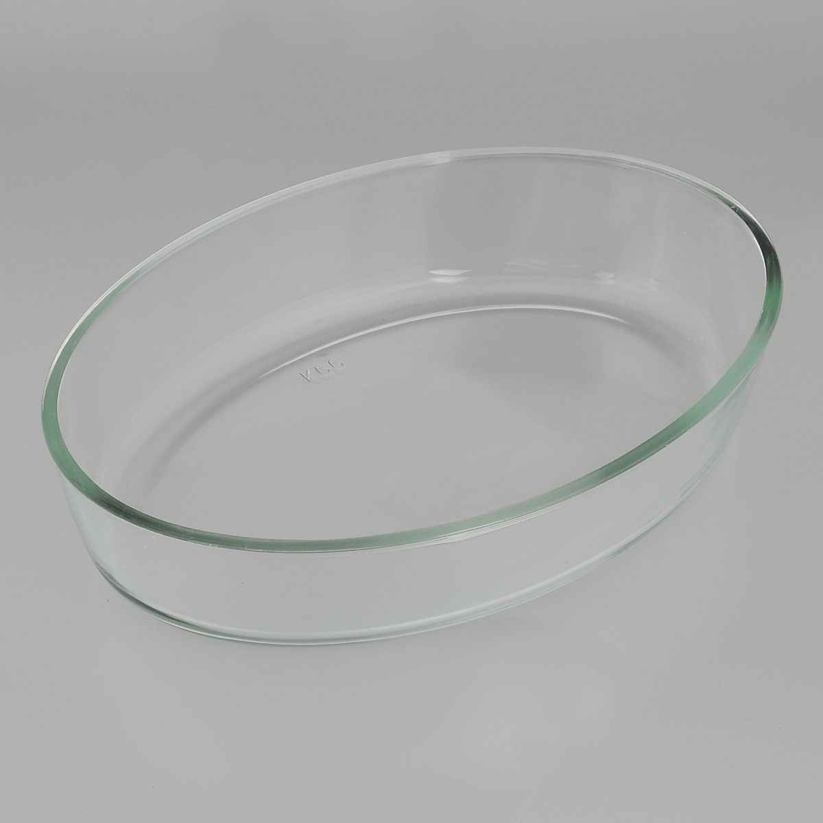 Форма для запекания Едим Дома, овальная, 26 см х 18 смPV12Овальная форма для запекания Едим Дома изготовлена из жаропрочного стекла,которое выдерживает температуру до +450°С. Форма предназначена дляприготовления горячих блюд. Материал изделия гигиеничен, прост в уходе иобладает высокой степенью прочности.Форма идеально подходит для использования в духовках, микроволновых печах,холодильниках и морозильных камерах. Также ее можно использовать на газовыхплитах (на слабом огне) и на электроплитах. Можно мыть в посудомоечноймашине. Размер формы (по верхнему краю): 26 см х 18 см. Высота стенки формы: 6 см.