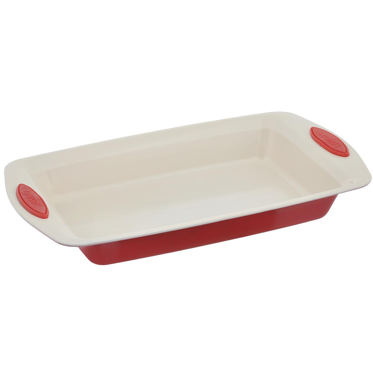 Форма для запекания Mayer & Boch Unico, прямоугольная, с керамическим покрытием, цвет: красный, 38 х 22 х 5 см21995Прямоугольная форма для запекания Mayer & Boch Unico изготовлена из высококачественной углеродистой стали с керамическим покрытием, которое отличается экологичностью и безопасно для здоровья человека. Оно не содержит вредных примесей PFOA и PTFE. Удобные ручки оснащены силиконовыми вставками, что позволит не использовать прихватки. Простая в уходе и долговечная в использовании форма станет верным помощником в создании ваших кулинарных шедевров. Подходит для использования в духовом шкафу. Не подходит для СВЧ-печей. Не рекомендуется мыть в посудомоечной машине. Используйте только деревянные и пластиковые лопатки.Размер (с учетом ручек): 38 см х 22 см. Размер (без учета ручек): 30 см х 18 см.Высота стенок: 5 см.