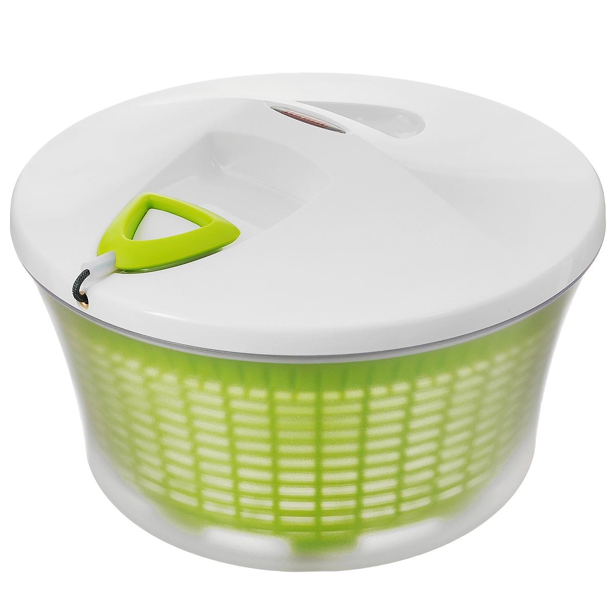 Емкость для сушки зелени Leifheit Comfort Line, цвет: белый, салатовый, диаметр 27 см23200белый/салатовыйЕмкость Leifheit Comfort Line, изготовленная из высококачественного пищевого пластика, предназначена для сушки зелени. Емкость оснащена съемной корзиной и крышкой. Внутренняя съемная корзина вращается при помощи натяжения веревки на крышке. Уникальный механизм вращения бережно и эффективно сушит зелень.Способ применения: промыть зелень в корзине, вставить корзину в емкость, закрыть крышку и натянуть веревку несколько раз, вся вода останется во внешней емкости.Можно мыть в посудомоечной машине.Диаметр емкости: 27 см.Диаметр съемной корзины: 25 см.Высота емкости: 13,5 см.Высота корзины: 13 см.