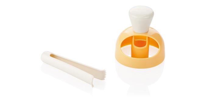 Форма для пончиков Tescoma Delicia, с щипцами для намачивания, цвет: желтый, серый630047Форма Tescoma Delicia предназначена для приготовления домашних пончиков. Используйте форму чтобы вырезать пончики из теста. Готовое тесто обжарьте в масле. Используя специальные щипцы, окуните готовый пончик в глазурь. Изготовлено из прочной пластмассы. Можно мыть в посудомоечной машине. Диаметр приспособления: 8 см.Длина щипцов: 11 см.