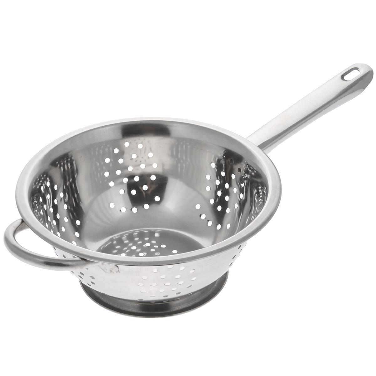 """Дуршлаг """"Padia"""", изготовленный из высококачественной нержавеющей стали, станет полезным приобретением для вашей кухни. Он идеально подходит для процеживания, ополаскивания и стекания макарон, овощей, фруктов. Дуршлаг оснащен устойчивым основанием, длинной и короткой ручками. Диаметр дуршлага (без учета ручек): 20 см. Внутренний диаметр: 18 см. Длина дуршлага (с учетом ручек): 35 см. Высота стенки дуршлага: 7 см."""