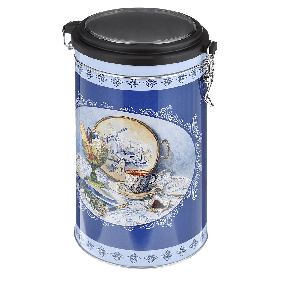 Банка для сыпучих продуктов Феникс-презент Синий натюрморт, 1,8 л37636Банка для сыпучих продуктов Феникс-презент Синий натюрморт, изготовленная из окрашенного черного металла, оформлена ярким рисунком. Банка прекрасно подойдет для хранения различных сыпучих продуктов: специй, чая, кофе, сахара, круп и многого другого. Емкость плотно закрывается прозрачной пластиковой крышкой на металлический замок. Благодаря этому она будет дольше сохранять свежесть ваших продуктов.Функциональная и вместительная, такая банка станет незаменимым аксессуаром на любой кухне. Нельзя мыть в посудомоечной машине.Объем банки: 1,8 л.Высота банки (без учета крышки): 17,4 см. Диаметр банки (по верхнему краю): 10,5 см.